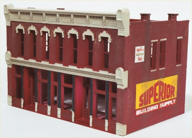Basic weathering applied to the DPM Front Street HO building.