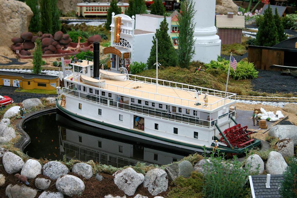 2004 Missouri Botanical Garden U201cGardenland Expressu201d Garden Railroad