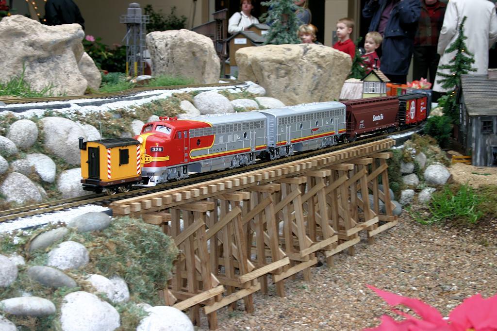 Superior 2004 Missouri Botanical Garden U201cGardenland Expressu201d Garden Railroad