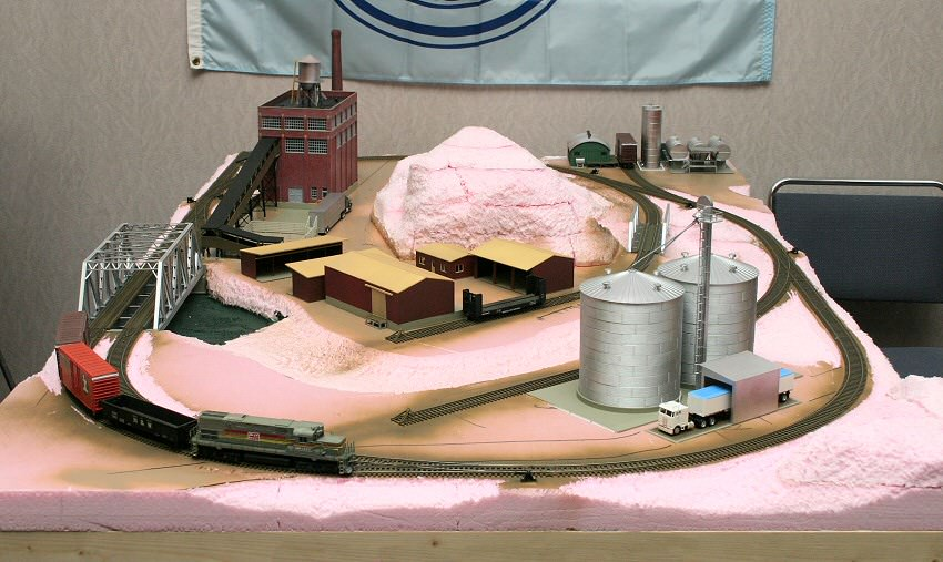 Gateway central project railroads small model railroads you can build gateway nmra - Ho train layouts for small spaces image ...