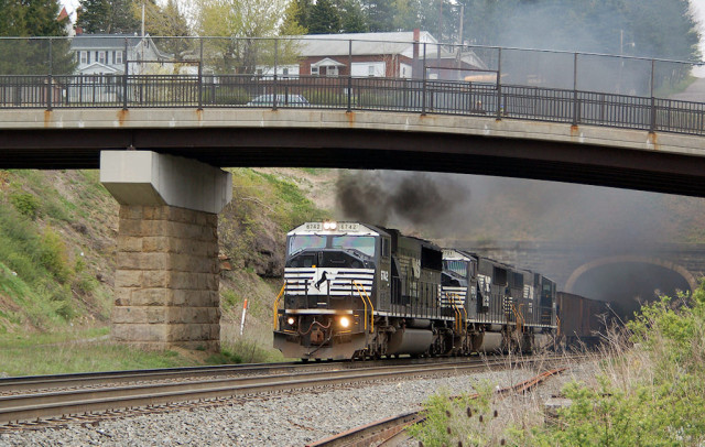 A real smoker, exiting the tunnels at Gallitzin.