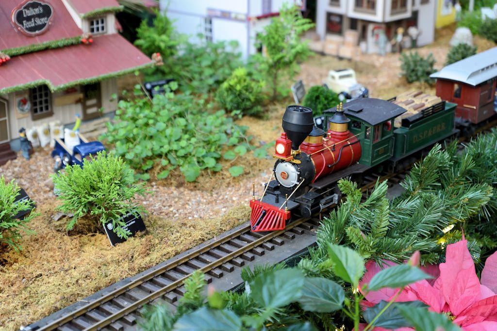 "2014 Missouri Botanical Garden ""Gardenland Express"" Garden Railroad ..."