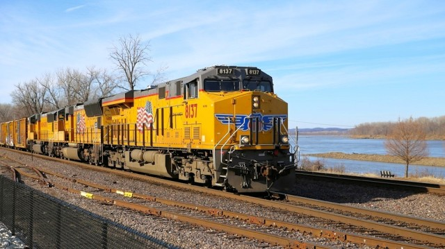Eastbound UP at track speed at the Washington, MO, station. That's the Missouri River in the background.