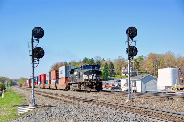 Splitting the signals at Cresson, Pennsylvania.