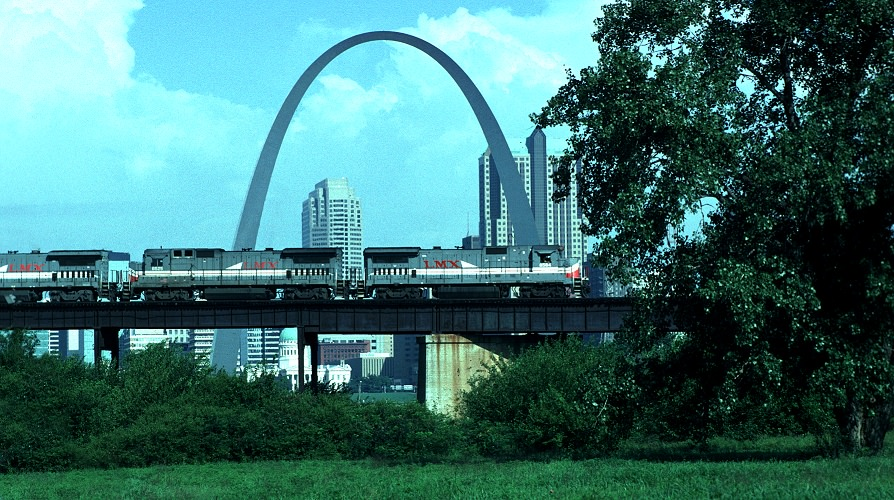 Railroads and the St. Louis Riverfront