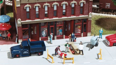 Painting Figures on the Saint Louis Central 2002