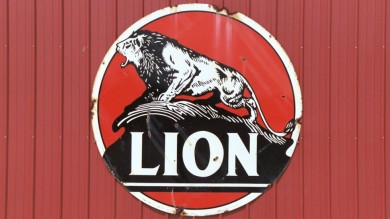 Weathered Lion Oil and Magnolia Gasoline Metal Signs