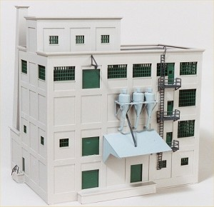 """Walthers Cornerstone """"Red Wing Flour Mill"""" 933-3026"""