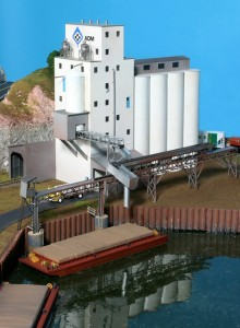 Grain Elevator and Barge Loading Conveyor