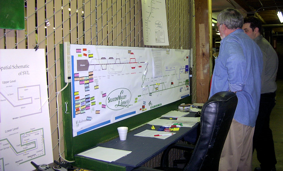The Silicon Valley dispatcher's desk and magnetic board with a linear schematic and, on the left, a track diagram of each level.