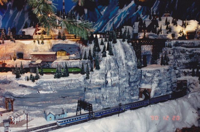 American Flyer S Gaugers of the St. Louis Famous-Barr Christmas Window Layout 1990