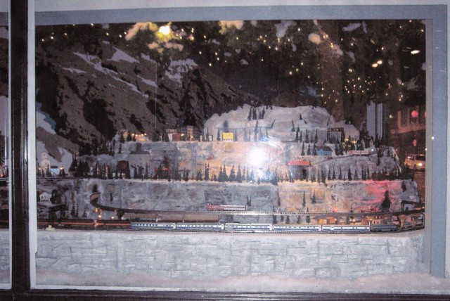 American Flyer S Gaugers of the St. Louis Famous-Barr Christmas Window Layout