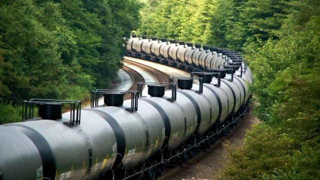 Eastbound Bakken crude oil train at Cassandra grade